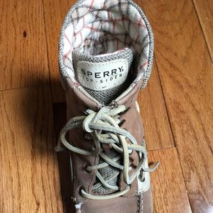 Sperry high-top topsider size 7.5
